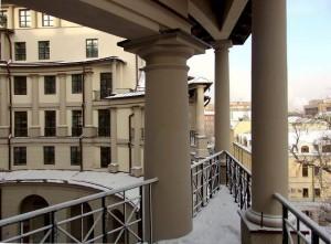 Колонны жилых домов